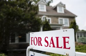 With interest rates expected to stay low, who needs a mortgage rate lock?